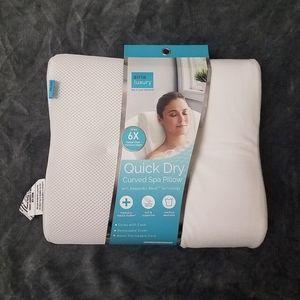 Airia Luxury quick dry spa pillow NWT